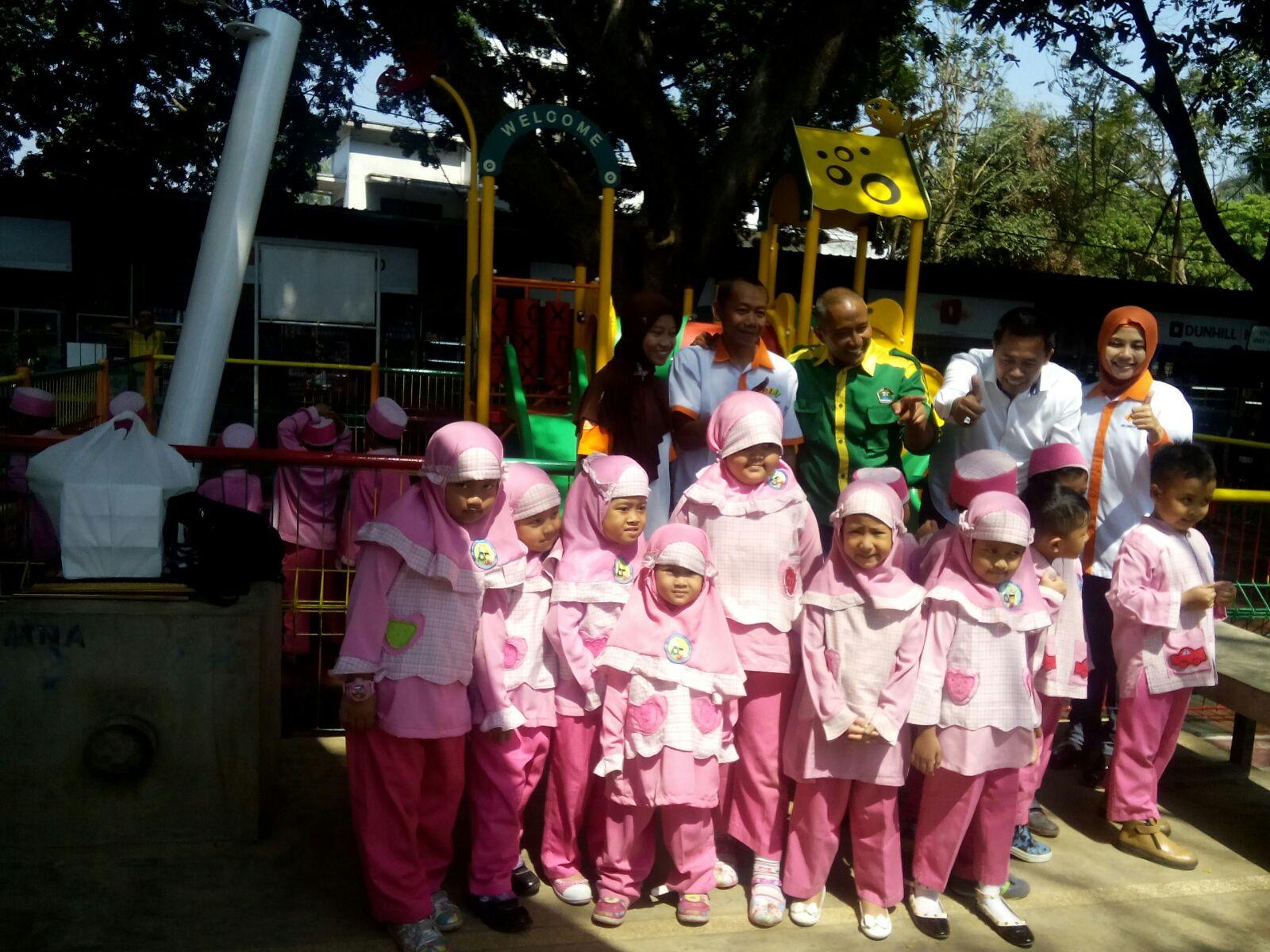 Proses Pemasangan  Playgorund Di Taman Cerdas Trunojoyo Kota Malang